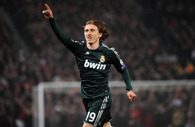 "Luka Modric ""3 trong 1"" ở tuyến giữa Real"