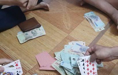 Bình Định: Xử phạt 5 đối tượng đánh bạc ăn tiền